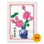 Tranh thêu chữ thập: Bình hoa sen (in màu)